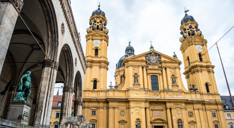 Theatinerkirche/Odeonsplatz